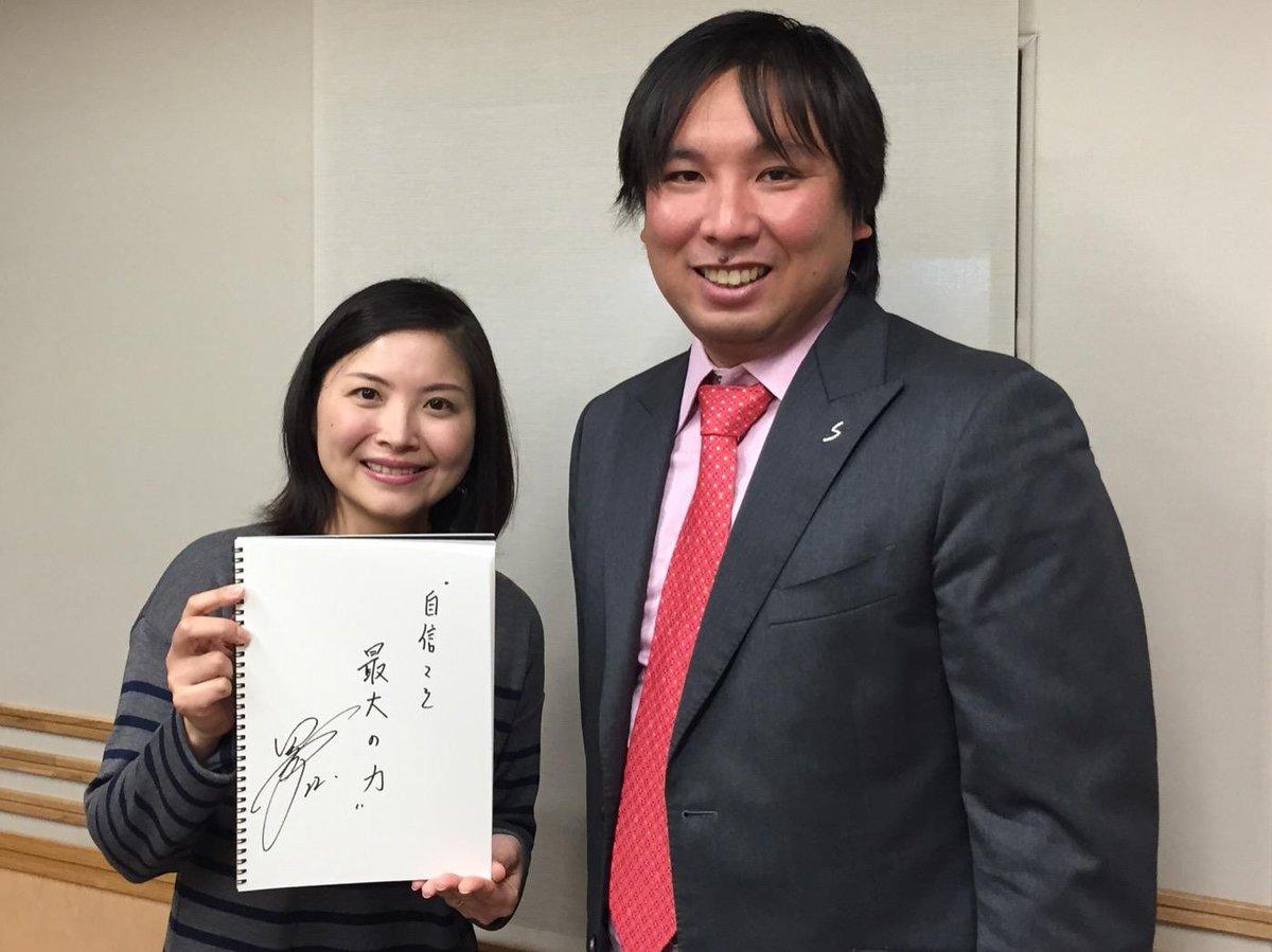 明日5日(水)のニュースパレードで、現役引退された元千葉ロッテ、里崎智也さんのインタビューを、石川真紀クローズアップとしてお伝えします。記念にお好きな言葉をしたためていただきました。 #joqr #joqrpr http://t.co/urwUMeRR4X
