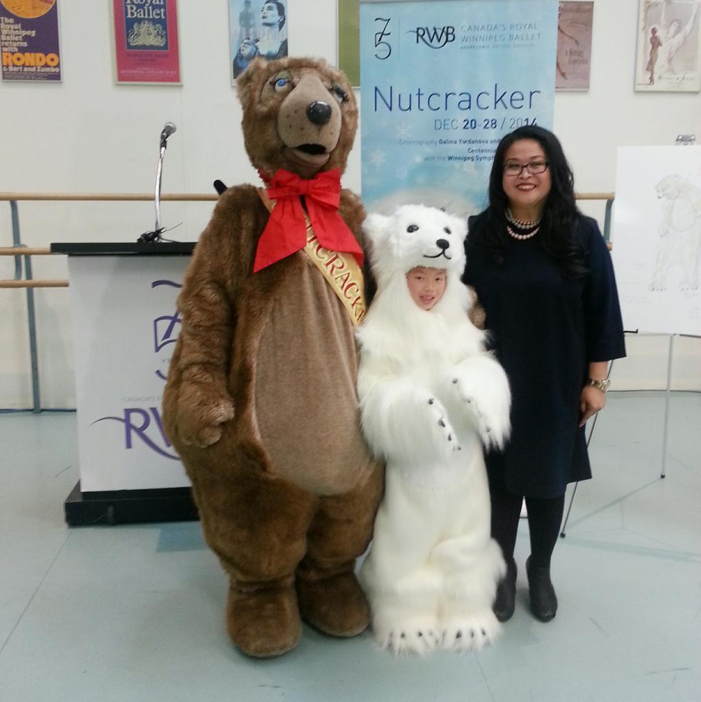#FilberttheBear has some new friends! #RWBNUTCRACKER welcomes 13 polar bears this holiday season! http://t.co/Xabus5alzM