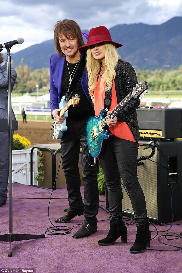 ♥❤(o‿O)❤♥♪♫•*¨*•.♫♪ The lovely Ms. @Orianthi & @TheRealSambora ...  awesome rendition of our National Anthem! #Love http://t.co/ZLvgOV9YoF
