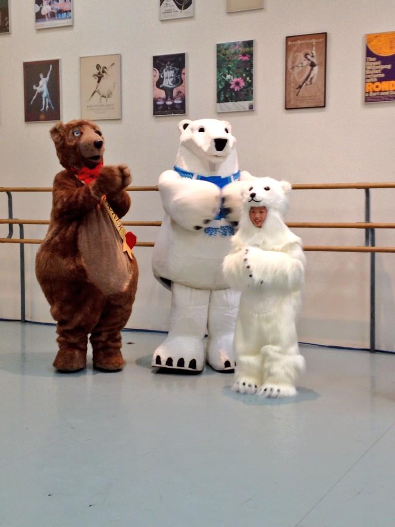 RT @alixMCam: 12 petits oursons polaires font partie des nouveautés de Casse-noisette au @RWBallet cette année! #RCMB http://t.co/8UY5gZhwOz