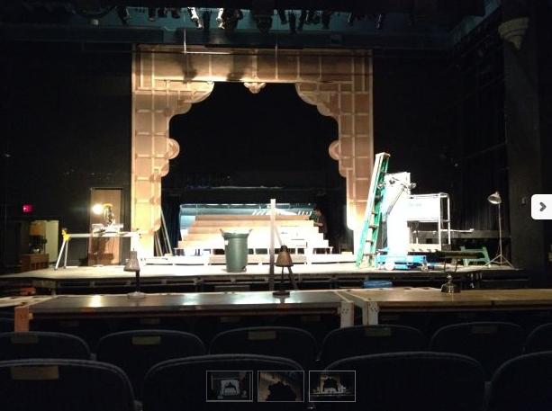 EWP のTAKARAZUKA!っていう作品、おもしろそう。日本人の舞台美術デザイナーがきらびやかな宝塚のセットを後ろからみた舞台裏を再現。宝塚に馴染みのある日本でやってもいい作品かも?http://t.co/tXHYqYTcEP http://t.co/kPYJIaEw6k