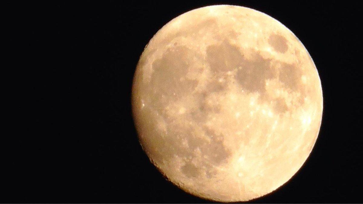 5 Nov. 17:44 旧暦閏(うるう)長月13日、後(のち)の名月です。天保14年以来171ぶりのことです。 http://t.co/ssRZduNEQ3