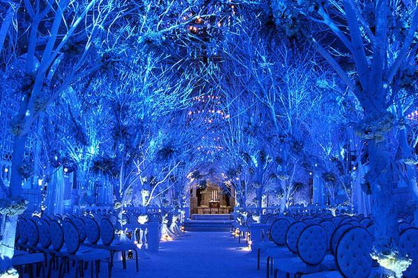 The temperature has well and truly dropped! Who's having a winter wonderland themed wedding?? #WeddingWednesday http://t.co/QkDnhD8lYM