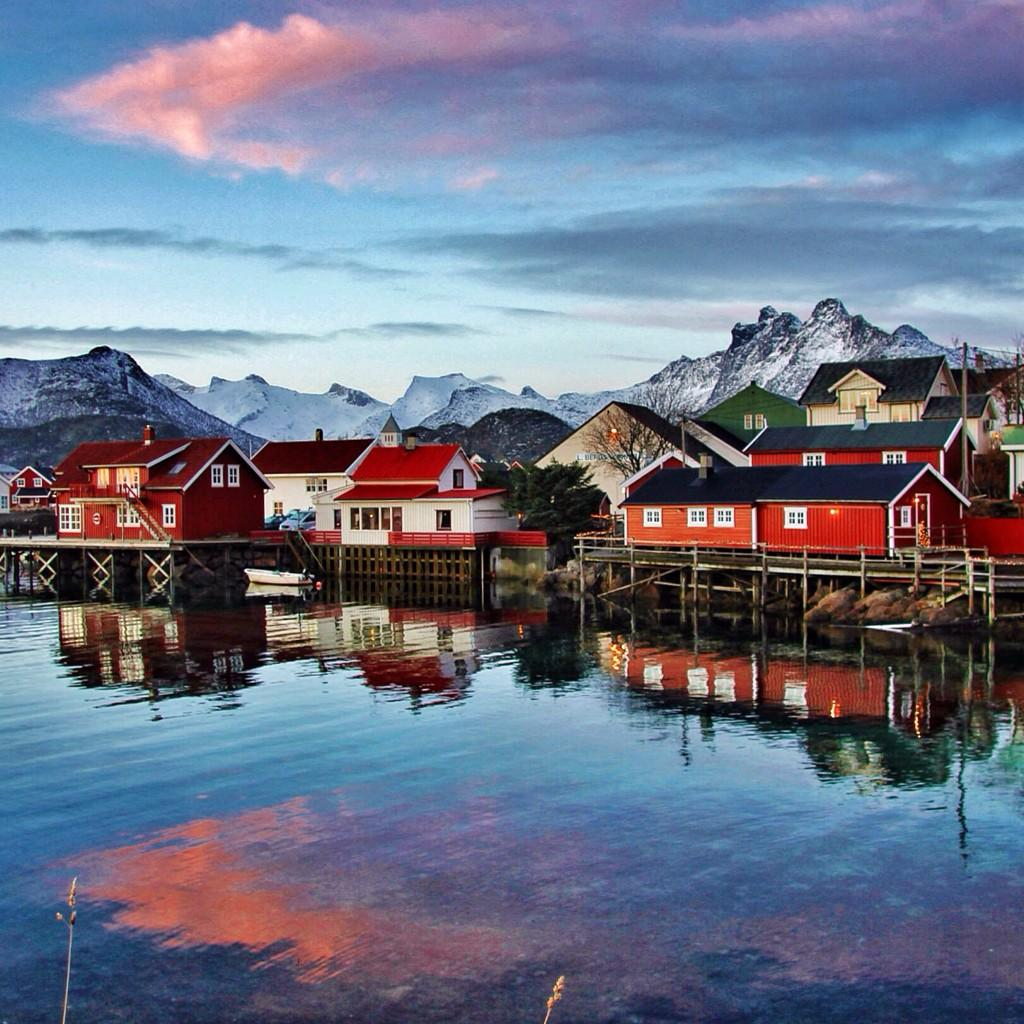 Stunning! RT @TheCultureMap Ahhh the Lofoten Islands, well aren't you a treat for the eyes! #NorthernNorway #ttot #lp http://t.co/glRZMl60Pt