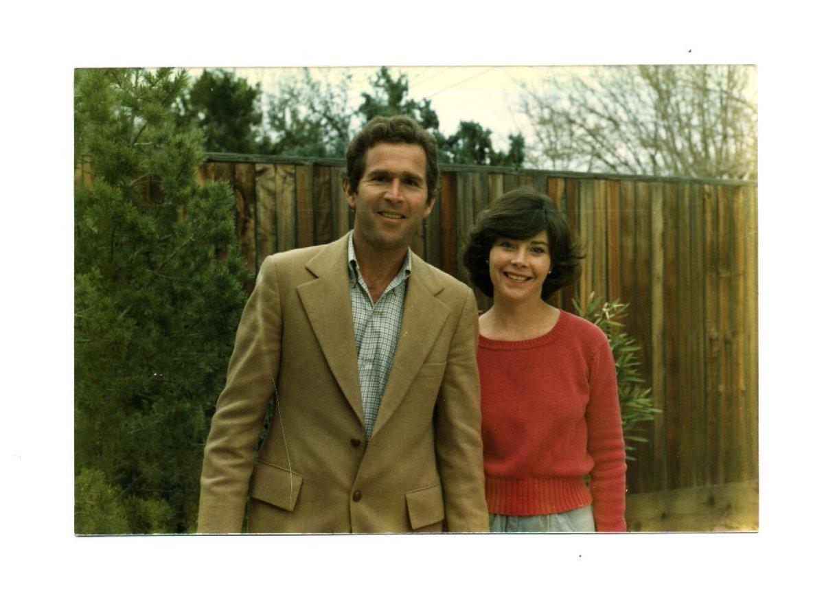 Happy 37th Anniversary to President George W. Bush and Mrs. @laurawbush! http://t.co/3v9ssprSAi