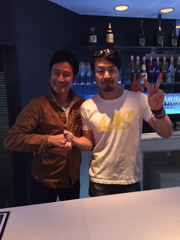 元阪神タイガース・浅井良くんの店AZASに行ってきました!いい感じのオシャレなバーです。皆さんも良ければ行ってみてください(^^) http://t.co/QMIctZJ57k