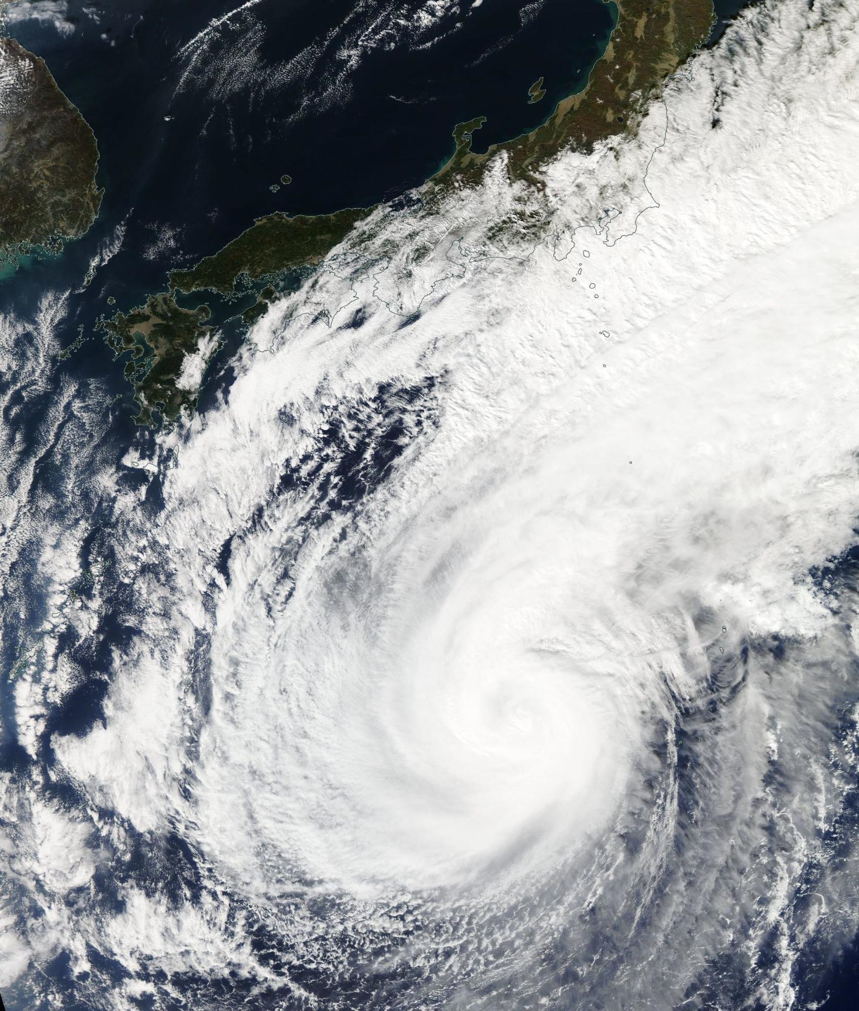 Imágenes del tifón Nuri (categoría 1) este miércoles, 5 de noviembre, al sur de Japón http://t.co/Yt6PPITNLQ