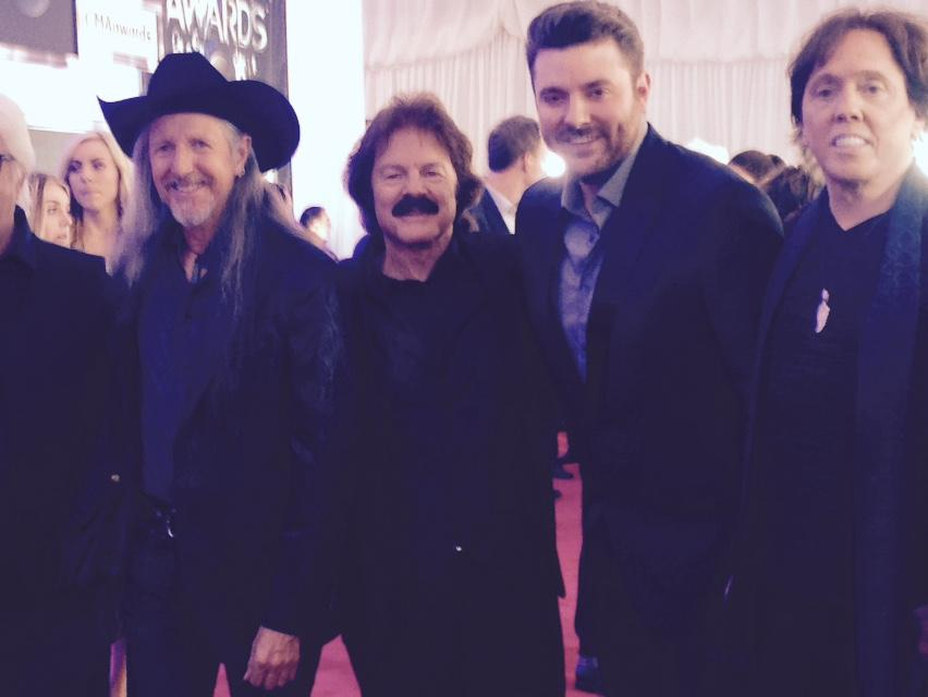 Ran into our #ChinaGrove partner @ChrisYoungMusic on the Red Carpet here at the #CMAawards!!  Love him!! http://t.co/V4oT4z4jlT