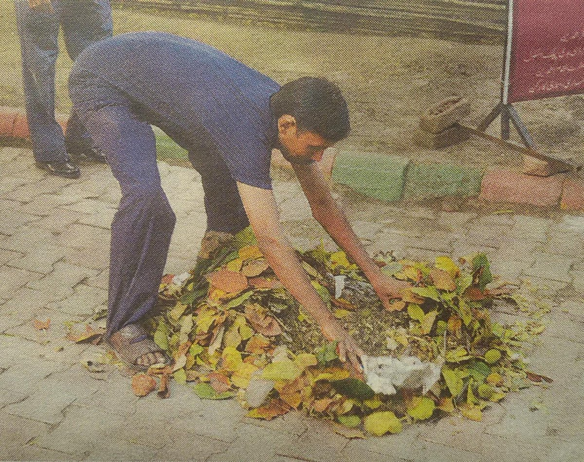 'Worker' spreads garbage outside IICC so local BJP boss Upadhyay can shift it around with a jharu. c/o Mail Today. http://t.co/LnBeqTZssM
