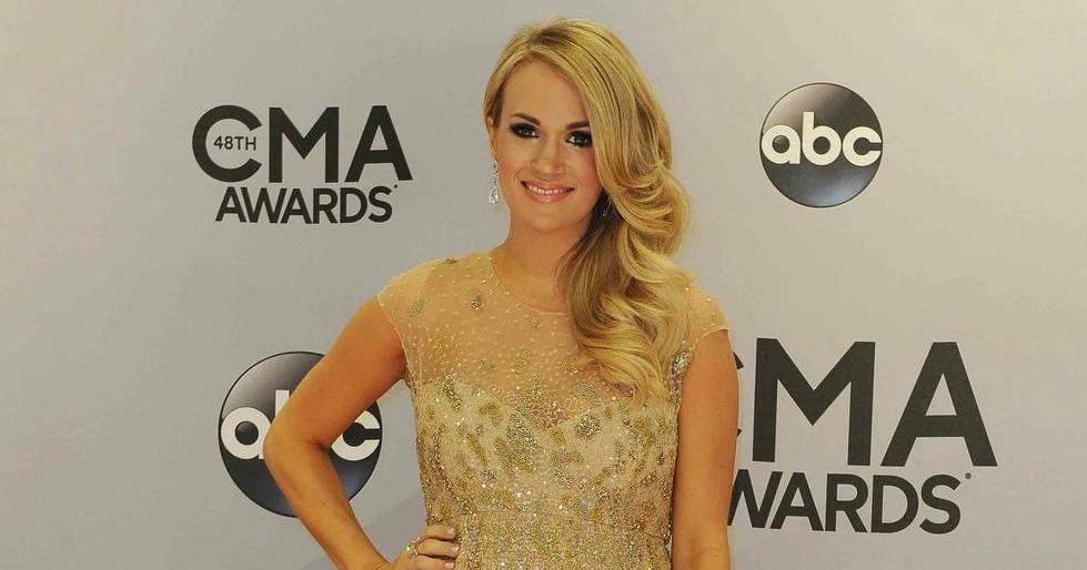 It's official. @carrieunderwood is having a boy. #CMAawards http://t.co/vzbkvOmvxW http://t.co/2bKgRpMUyW