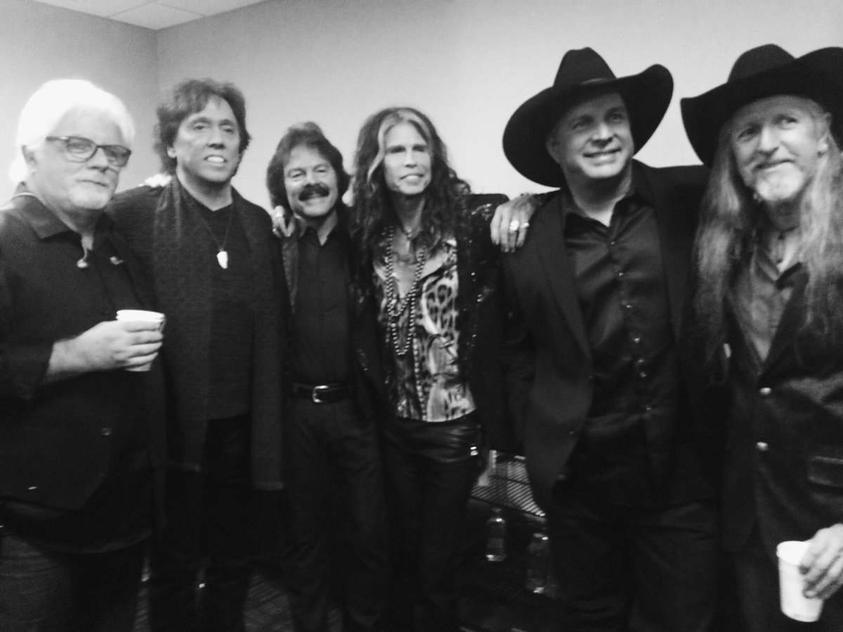 A photo from earlier... What an awesome experience! Yes, that is Garth Brooks. :) @IamStevenT #CMAawards http://t.co/zGuOxbOKDf