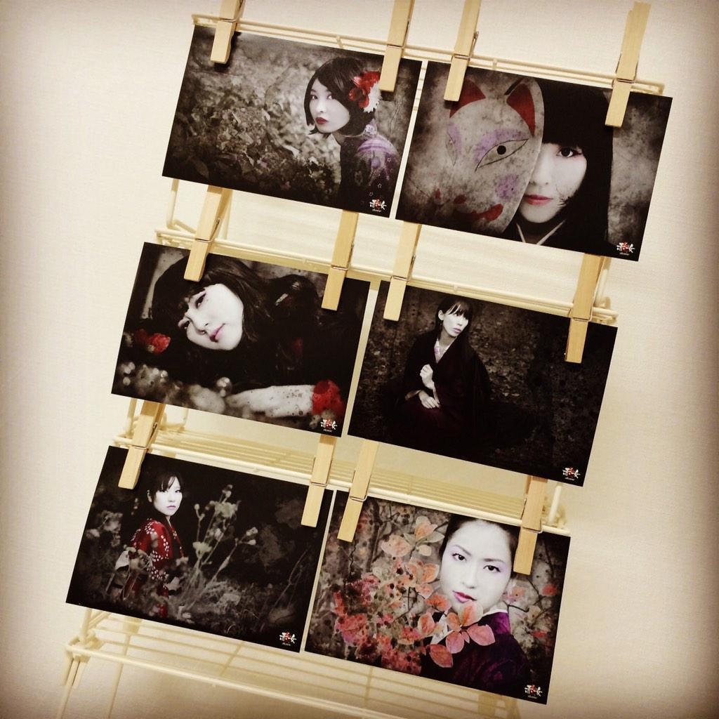 久しぶりの東京なり。2014/11/8 土曜日はデザフェスです。onuphoto B57です。赤女のポストカードを販売します。喪服緊縛フォトROMもあります。よろしくお願いします。 http://t.co/rLmTIoDtfO http://t.co/Bv8dIjWsbT