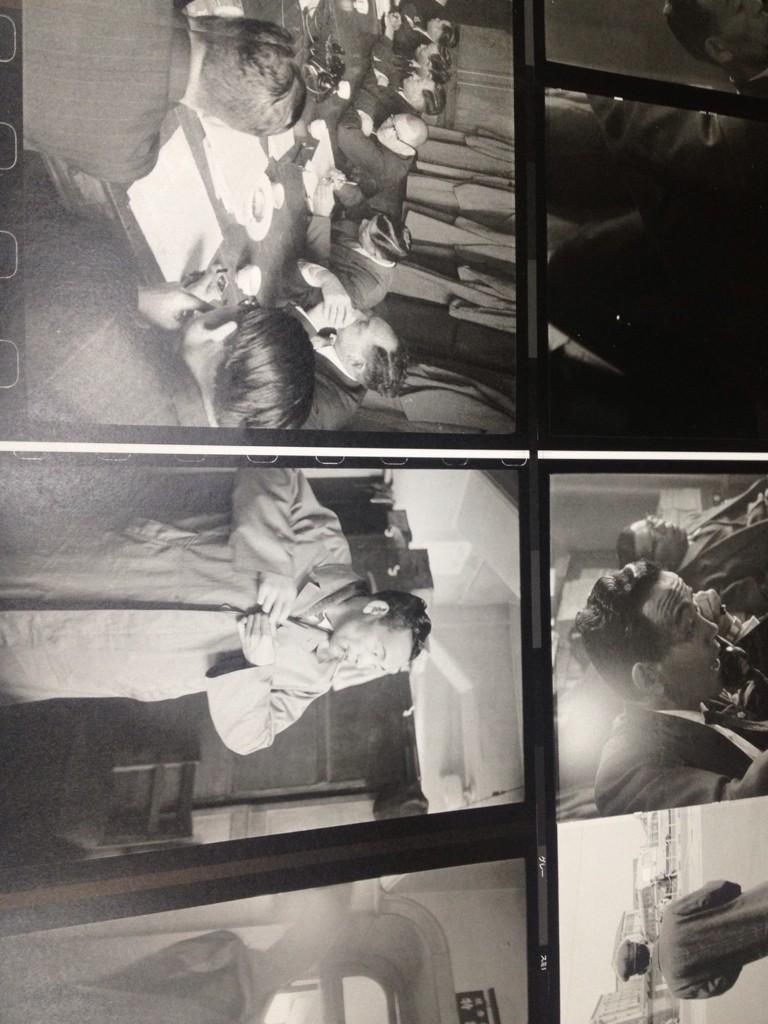 【『張り込み日記』印刷中】昭和33年、殺人事件を追う刑事二人を20日間にわたり撮影した実録写真集『張り込み日記』、ただいま京都で印刷中です!! 構成と文  乙一、ブックデザイン 祖父江慎、B5サイズ204頁、2700円+税。 http://t.co/l6LGKZfcke