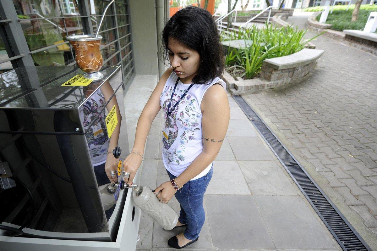 Novidade p/ quem gosta de um bom chimarrão! Foi instalada uma mateira ao lado do prédio 15 (em frente à Biblioteca)! http://t.co/aXRebcAujJ