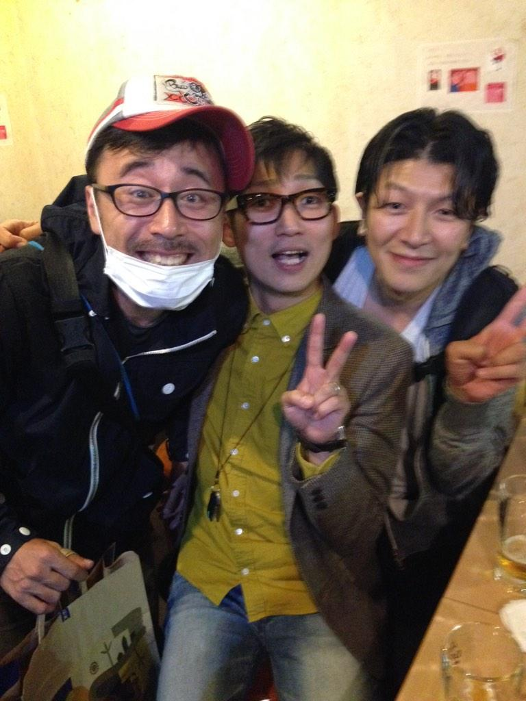 『BARアンラッキー』 観劇されたみなさんから、お誉めのお言葉をたくさんいただいております。 役者・高山和也がハジけております。 初日打ち上げで、脚本のNON STYLE石田君と共演者の安田ユーシ兄さん、そして親友と記念撮影。 http://t.co/4BrIhrdZkJ