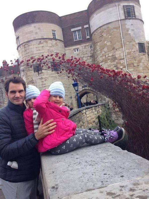 Roger Federer with his twin daughters Myla Rose and Charlene Riva in London. http://t.co/yDqkOhG6yX