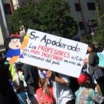 Los Profesores tomando posición en Plaza Italia!! Todos a apoyar #ParoDocente http://t.co/l6V86dpo63