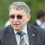"""""""The Dave Whelan I know is a good and honest man"""" says ex-England boss Graham Taylor @bbc5live http://t.co/vna0Of0uNo http://t.co/l8GnQWVzGg"""