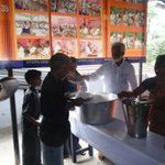 Simple Living High Thinking.@Kummanam ,Real hero behind d #Aranmula victory is serving food for #Sabarimala devotees http://t.co/UIlLP7uKfJ