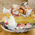 カフェ アクイーユから新作「ドーナツパンケーキ」- カナダ産メープル香る贅沢な一皿 - http://t.co/VBa46Ls5ed http://t.co/TuyW1M7Bt8