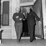 Prime Minister Nehru of India with Albert Einstein while visiting his home in Princeton, New Jersey, 1949. http://t.co/aERUnIht90