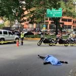 #21N Cerrada principal de Los Campitos por asesinato a un hombre para robarle la moto http://t.co/RMCSjYlBhR http://t.co/z2mrzdrngL
