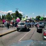 Profesores se manifiestan en Avda Colon frente al Colegio Sagrado Corazón. #ParoDocente http://t.co/v3vrKkhv6i