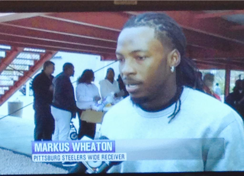 Thanks @twheat002 for remembering your roots! #givingback #gmaz  @azfamily @JavierSotoTV @steelers #NFL http://t.co/8cpCS8JjTu