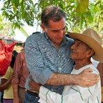 En #Oaxaca tenemos 1 Gobierno democrático encabezado por @GabinoCue que lleva Bienestar a las familias @GobOax http://t.co/BevLun9aWZ