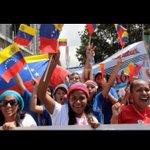 #EstudiantesConLaRevolucion Celebran su día en una Alegre movilización en Caracas. @HectoRodriguez http://t.co/7NFitRZGG1