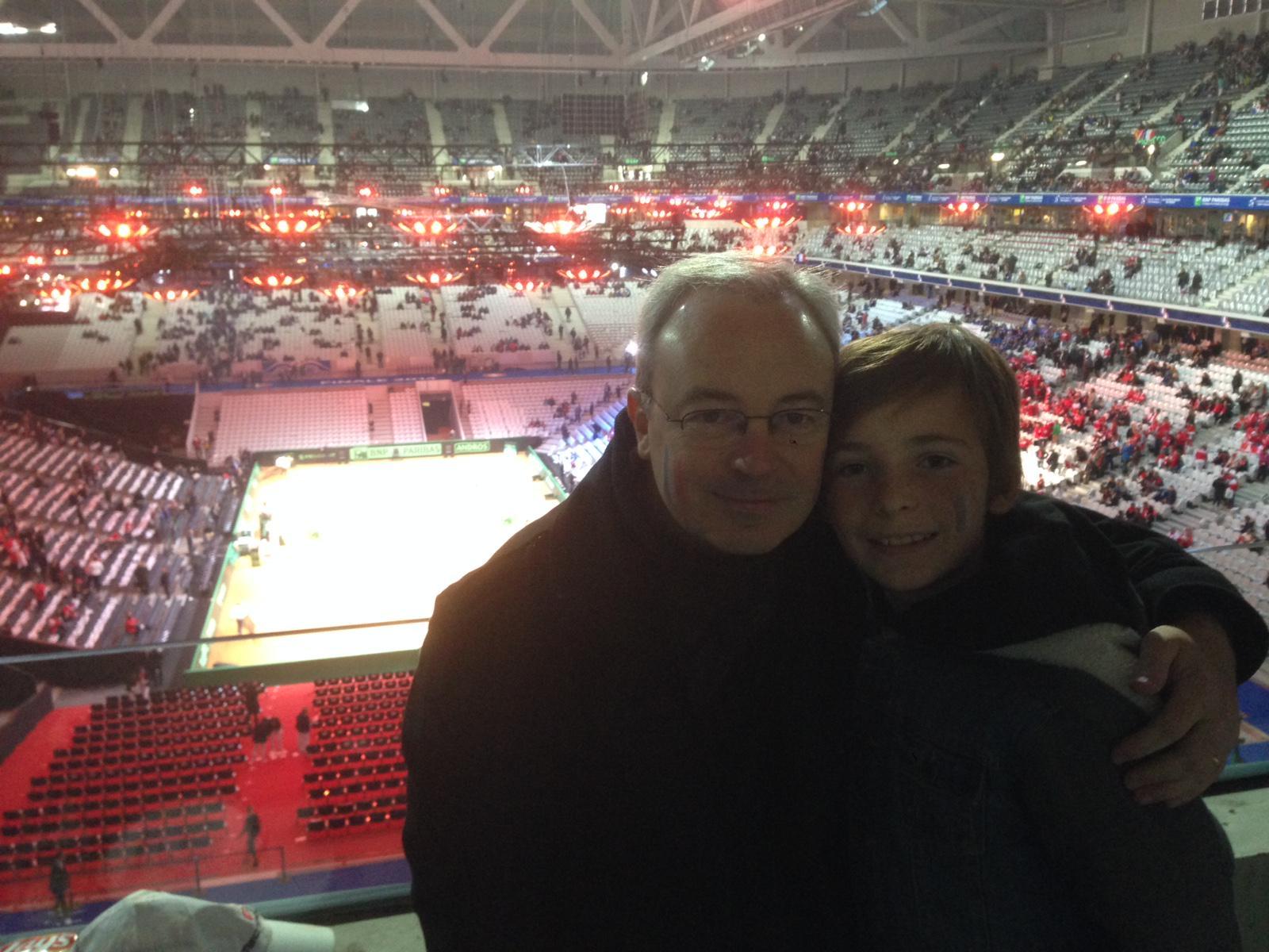 #CoupeDavis le selfie de Stéphane avec son fils, auditeur @RTLFrance, qui a gagné 2 places pour assister à la finale http://t.co/SI9J5vlrTv