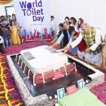 19thNov Bjps delhi president enjoying 750 pond Cake cutting on world toilet day. a simple reply by Ajam #WahAzamWah http://t.co/lsUwVufiJj
