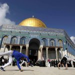 Palestinian youth practice their Parkour skills in Al Aqsa yards today.  #Palestine http://t.co/2rkypQDTN4