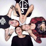 RT to vote @5SOS for #AMAs New Artist of The Year http://t.co/QCJkNBdX3A