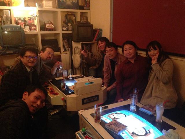 新宿16shotsで原田さん&小林さんとお話していたら続々とサウンド仲間なみなさまが現れてビックリ!写真は左からセガ小林さん、コナミ藤尾さん、ケイブ松本さん、サクセスWASiさん、並木学さん、原田さん、私。撮影バンダイナムコ木村さん♪ http://t.co/Cbb4tmElRC
