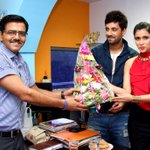 RT @sunderchand: @memannara @anubhavsinha @karanvirsharma9 thanx for nice bouquet. All d best for #zid. Nice having u guys at #nbt