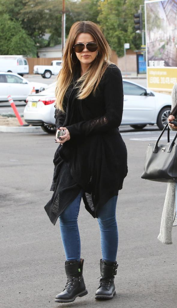 .@KhloeKardashian giving a modern twist to her classic #yellowboot look with the new #Timberland 8-inch Double Strap http://t.co/4ibMqcLUaT
