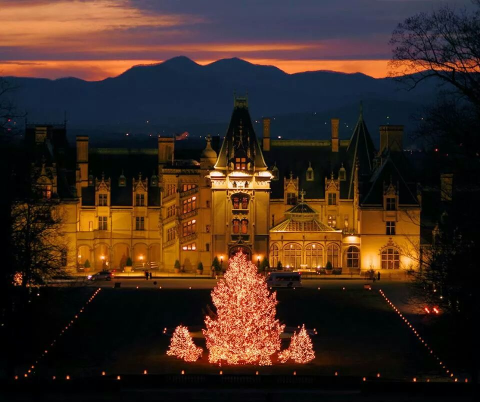 Last night's #sunset perfectly complements Candlelight Christmas Evenings at #Biltmore. RT @tourasheville http://t.co/gc8ruMi9I7
