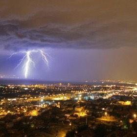Yağmurlu bir güne günaydın Izmir http://t.co/bS00awAiJQ