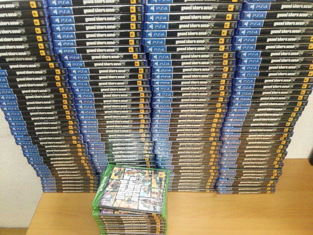 [(PS4/XboxOne)Grand Theft Auto V(北米版)]入荷しました~。ご予約頂いている方は順次発送中ですので、メールが到着するまでもうしばらくお待ち下さい。次回は終末~週明けの予定です。 http://t.co/9heT2mYXie