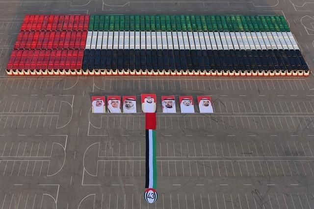 RT @UAE_BARQ_EN: #UAE flag made out of 156 buses for the 43rd National Day sets new #GuinnessWorldRecord. /Department of Transport http://t.co/wHk2vsotSb