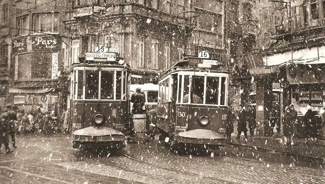 Karlı bir günde #Galatasaray (~1960) #Beyoğlu #istanbul http://t.co/eqgIG0YfJj