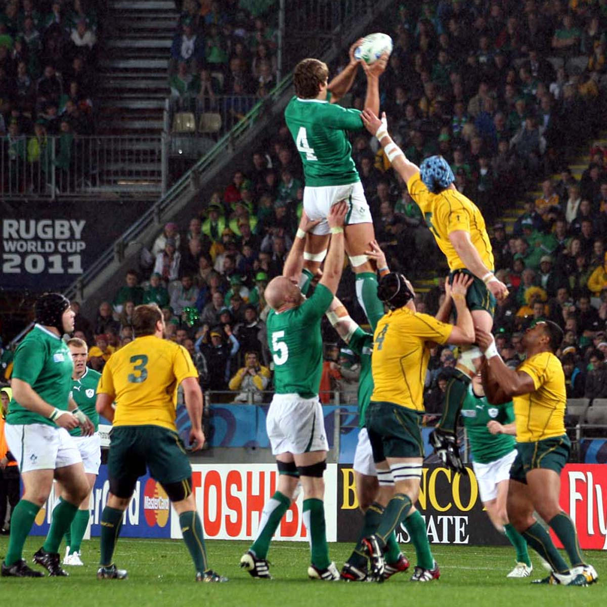WIN: Premium Level tickets to a SOLD OUT @IrishRugby v Australia! RT and follow to enter!T&C's:http://t.co/c0ykZ4OSiH http://t.co/xaauRLf9uN