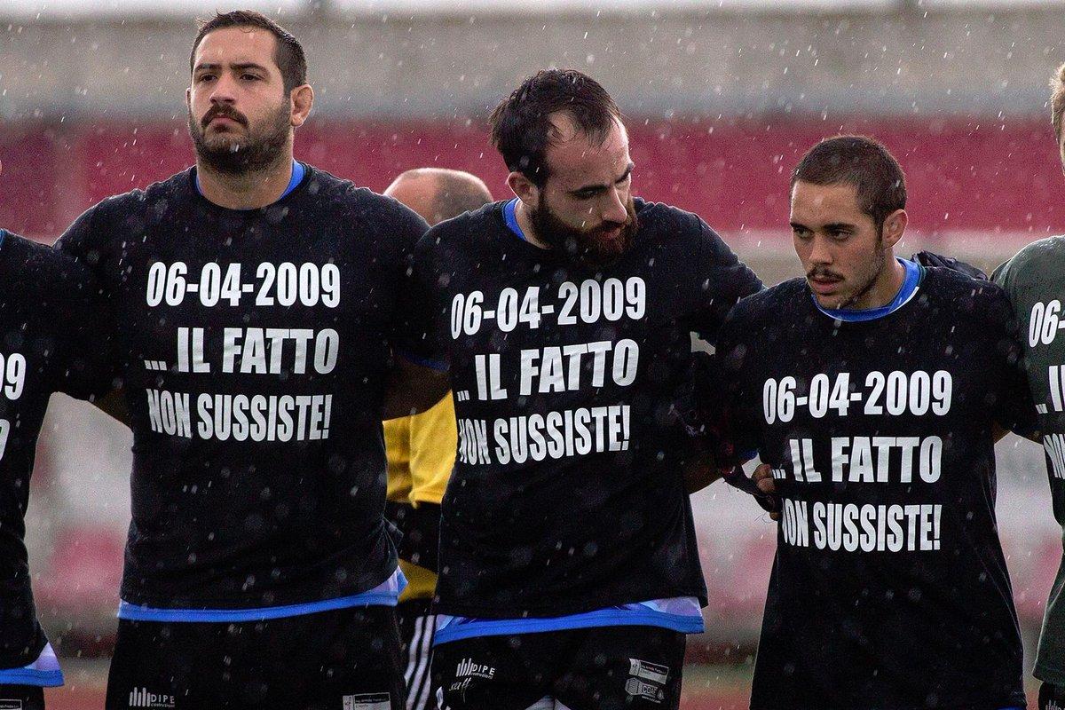 """L'Aquila Rugby in campo con una maglietta di protesta: """"6 aprile 2009: Il fatto non sussiste"""" http://t.co/tTdKeM37ZW http://t.co/3P68SiEiGG"""
