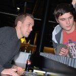 Bilder Autogrammstunde mit Kevin #Großkreutz in der #BVB-Fanwelt: http://t.co/9sg0TwQYN1 http://t.co/rSgTQ2dufB