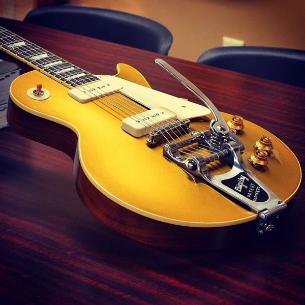 '56 LP Goldtop Reissue Gloss with Bigsby http://t.co/W5Q4W1klmO