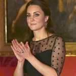 #KateMiddleton & her baby bump hand out awards to children for the Place2Be charity! http://t.co/pSxJvshdWl