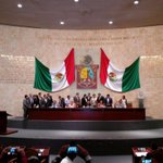 Diputados priistas toman tribuna de @62LegisOficial, buscan reinstalación. #AlMomento http://t.co/zlxL0tm00g