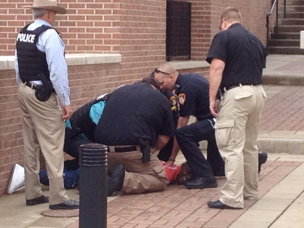Man being tased in front of UAC #TXST #SMTX http://t.co/3V8EiGyoS1