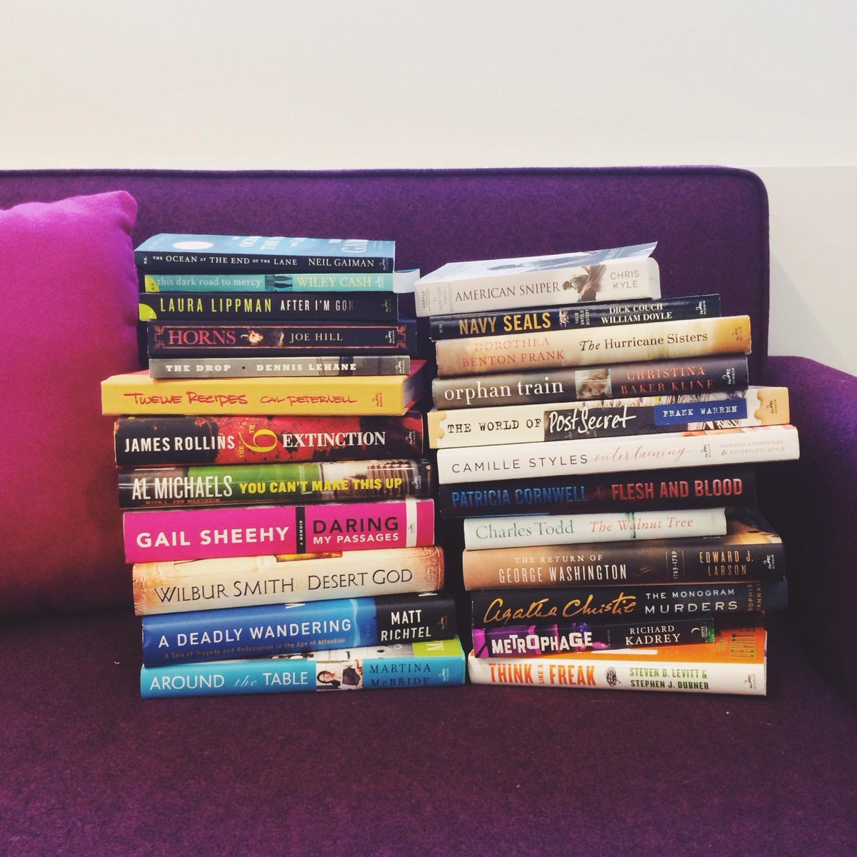 Book lovers! We're giving away a basket full of great reads. Enter for a chance to win here: http://t.co/rpiuiB58Pl http://t.co/M1hpItNAi8